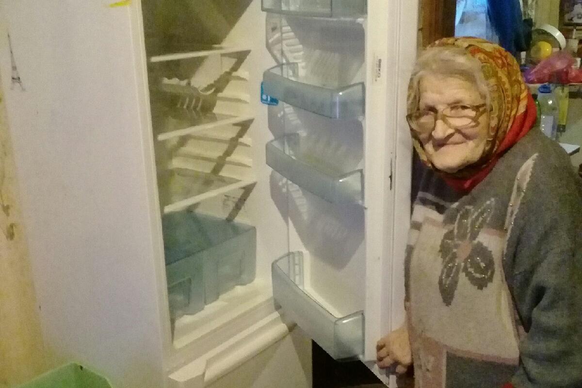 Волонтёры раздобыли пенсионерке холодильник