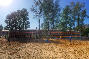 Благотворительный турнир по пляжному волейболу в Гатчине в самом разгаре!