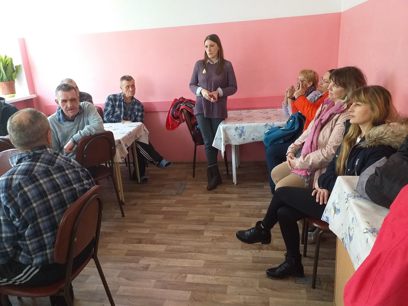 Ознакомительная встреча волонтеров фонда с проживающими в Гатчинском ПНИ - волонтёры прочитали стихи И. Бродского и А.С. Пушкина